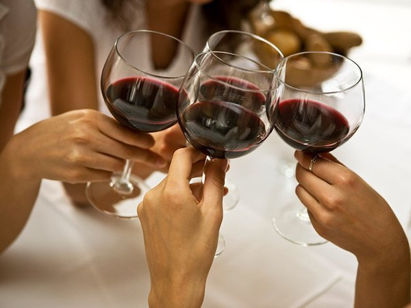 How a glass of wine could damage your teeth
